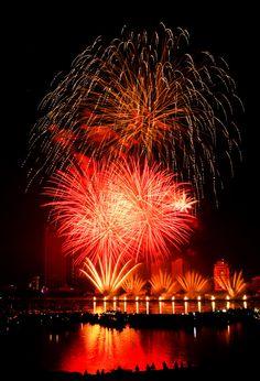 Fireworks 2013 Danang Vietnam by Aoshi Vn New Year's Eve Around The World, Celebration Around The World, New Year Celebration, Around The Worlds, Paris France, Fireworks Pictures, Danang Vietnam, Fire Works, New Year's Eve Celebrations