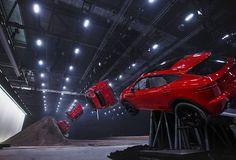 Головокружительный прыжок внедорожника Jaguar E-Pace