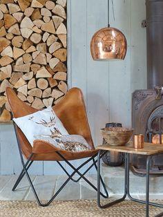 Woonkamer inspiratie   Creer tijdens de koudere herfst- en wintermaanden een knus zitje bij de houtkachel   Interieurtip van www.vialin.nl