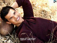 Love Taylor Lautner he is sooooo hot:-)