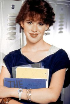 Molly Ringwald in Sixteen Candles 30 years ago Michael Schoeffling, Anthony Michael Hall, Molly Ringwald, Brat Pack, Sixteen Candles, The Breakfast Club, Iconic Movies, Wonderwall, Look Alike