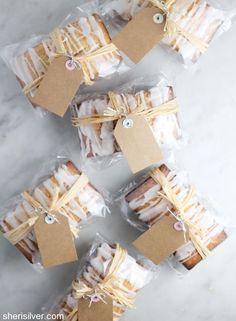 pound cakes for the holidays! (sponsored) pound cakes for the holidays! Bake Sale Packaging, Baking Packaging, Bread Packaging, Dessert Packaging, Christmas Food Gifts, Christmas Desserts, Christmas Baking, 7up Pound Cake, Pound Cakes