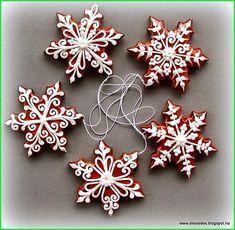 DIY Ideas of Simple Christmas Cookies; christmas cookies 70 DIY Ideas of Simple Christmas Cookies Christmas Cookies Gift, Christmas Biscuits, Christmas Sweets, Christmas Gingerbread, Noel Christmas, Gingerbread Cookies, Christmas Crafts, Simple Christmas, Christmas Presents