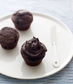 Double Chocolate Fudge Frosted Cupcakes from Lemonpi