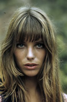 Get Ready Like a French Girl: Jane Birkin Refreshed Estilo Jane Birkin, Jane Birkin Style, Hairstyles With Bangs, Cool Hairstyles, Men's Hairstyles, Vintage Hairstyles, Lou Doillon, Hippie Man, Hippie Style