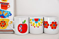Porzellan cups made of quality bone china and with a wonderful glossy finish, they are dishwasher-safe and hold so they are nice normal sized -by Jolijou on DaWanda Vintage Dishware, Vintage Tea, Retro Vintage, Pretty Mugs, Cute Mugs, Retro Design, Design Set, Cute House, My Cup Of Tea