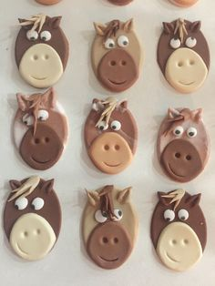 Horse toppers for cupcakes