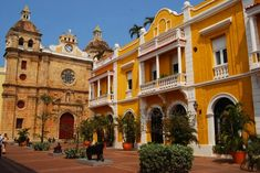 Discover where to go in Cartagena: its most popular sights, what to see in Cartagena, photos and videos, all straight from minube travelers. Unique Buildings, Beautiful Buildings, Beautiful Places, Visit Colombia, Colombia Travel, Estilo Colonial, Walled City, Old City, Bird Watching
