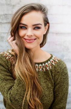 Rundfelt genser med vakker mønsterbord