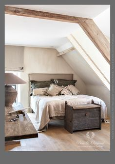Bedroom done with Lime Paint / kalkverf Pure & Original in the color River Silt.Hoven published in Wonen Landelijke Stijl. Attic Renovation, Attic Remodel, Lime Paint, Bedroom Paint Colors, Master Bedroom Design, Modern Country, Home And Living, New Homes, Interior Design