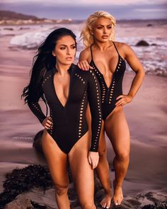 Sonya DeVille and Mandy Rose Divas Wwe, Wwe Divas Paige, Paige Wwe, Wrestling Divas, Women's Wrestling, Wwe Outfits, Fire And Desire, Wwe Pictures, Wwe Women's Division