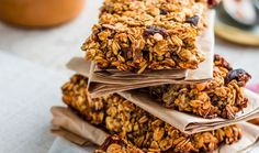 Looking for a healthy snack to have around the house? Try these easy to make oat bars that will satisfy any craving without the added guilt! With only 15 minutes to prep and minimal cleanup, these are the perfect treat. Whey Recipes, Protein Bar Recipes, No Salt Recipes, Whole Food Recipes, Breakfast Bars, Protein Breakfast, Breakfast Time, Whey Protein Bars, Natural Whey Protein