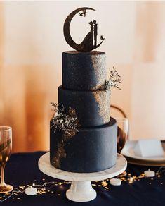Black Wedding Cakes, Unique Wedding Cakes, Beautiful Wedding Cakes, Wedding Cake Designs, Beautiful Cakes, Amazing Cakes, Gothic Wedding Cake, Dream Wedding, Moon Wedding