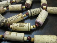 wine cork projects--cork garland from the wooden bee