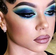 Maquillage Bleu, Coiffure Et Beauté, Maquillage De Danse, Maquillage Sexy,  Styles De