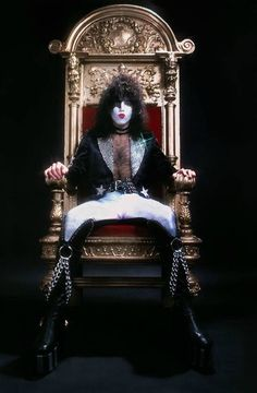 Paul Stanley of Kiss On Throne 1979 Kiss Images, Kiss Pictures, Paul Stanley, Gene Simmons, Kiss Without Makeup, Kiss Group, Kiss Music, Vinnie Vincent, Vintage Kiss