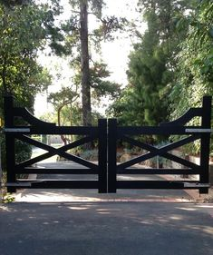At Blackwood Country Gates, 5251 we use quality material and craftsmanship to create a range of farm, garden and wooden gates to last for years. Front Gate Design, Fence Design, Driveway Entrance Landscaping, Gates Driveway, Driveway Ideas, Entry Gates, Farm Entrance Gates, Front Gates, Country Fences