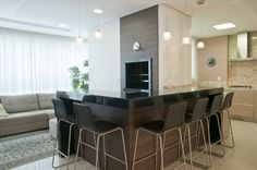 20 Cozinhas com churrasqueiras modernas – veja modelos e dicas para ter um espaço gourmet dentro da sua casa/apartamento!