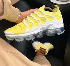 Styles and boulevard footwear apparel, search our variety of fashionable streetwear sneakers and tennis footwear. Cute Sneakers, Shoes Sneakers, Gucci Sneakers, Sneaker Heels, Sneakers Fashion, Fashion Shoes, Nike Fashion, Basket Style, Basket Mode