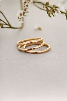 9k yellow #gold #stackablerings with a central brilliant-cut natural stone in six different shades of color #maschiogioielli #milano #gioielli #jewels #minimal