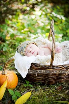 Thinking of cute ideas for Eva's newborn photos. Can't wait for my little niece to get here!