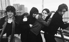 This pic looks like it could come straight out of a movie Im uwuwuwu Van Mccann, Ryan Evans, Indie Boy, Catfish & The Bottlemen, The Last Song, Band Photography, The Strokes, Alternative Music, Keith Richards