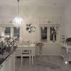 Fin torsdagskveld☄ tusen takk for all respons jeg har fått på mine bilder i det siste⚘⚘#interior123#inspohome #inspire_me_home_decor #classyinteriors #hem_inspiration #finehjem #passion4interior #myhome #kitcheninspo #kitchendetails #thestyleluxe #shabbyyhomes #homeamour #homesweethome #mystyle #finehjem #homedeco #homedesign #instahome#dream_interiors #roomforinspo #decorations #interior9508 #interior125#interiorstyled