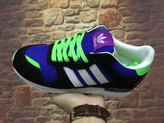 Adidas Originals ZX 700 Damen Cross-Ausbildung Schuhe B25618 Schwarz/Grün/Lila Adidas Zx 700, Adidas Sneakers, Shoes, Fashion, Lilac, Black Shoes, Training, Moda, Zapatos