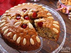 Lo zelten è un dolce natalizio tipico della zona del Trentino, preparato in occasione delle feste. Ricetta originale con tanta frutta secca e impasto morbido... Xmas Food, Christmas Baking, Cake Recipes, Dessert Recipes, Desserts, Crunch Cake, Gateaux Cake, Galette, Italian Recipes