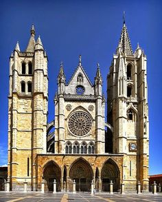 Gothic Style Architecture, Spanish Architecture, Religious Architecture, Historical Architecture, Vintage Architecture, Cathedral Basilica, Cathedral Church, Art Roman, Church Pictures