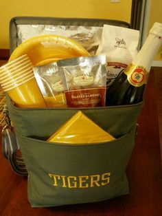 Cute idea for the sports fan in your life. Tailgating needs all in one bag. Thirty-One Picnic Thermal
