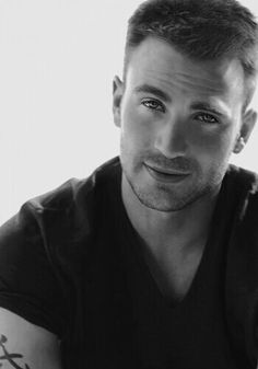 Chris sexy Evans (and if sexy isn't his real middle name, it should be)