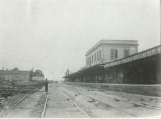 Entre 1867-1890. Antiga Estação da Luz, no Jardim da Luz. A estação deu lugar à atual Estação da Luz cuja conclusão deu-se em 1900.