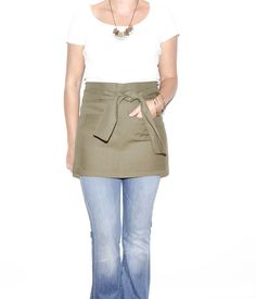 Portland Apron Company, made in Portland, Oregon, using organic, sustainable fabrics. 2014 Martha Stewart American Made Finalist. (O / USA)