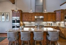 This warm and comfortable mountain contemporary home was designed by luxury interiors studio Summit & Sands, located in Truckee, California. Kitchen Reno, Diy Kitchen, Kitchen Remodel, Interior Exterior, Luxury Interior, Contemporary Home Decor, Beautiful Kitchens, Rustic Decor, Architecture Design