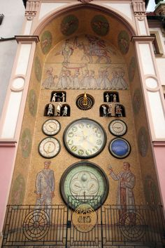 Astronomical clock in Olomouc (North Moravia), Czechia Unusual Clocks, Cool Clocks, Tick Tock Clock, European City Breaks, Prague Czech Republic, The Places Youll Go, Modern Buildings, Modern Architecture, Falling Waters