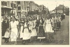 Parade of women in traditional costumes on Syngrou Avenue and Παρέλαση γυναικών με παραδοσιακές ενδυμασίες στη Λεωφόρο Συγγρού. | Megalokonomos Brothers (Greek Photo News) Athens,  Παρέλαση γυναικών με παραδοσιακές ενδυμασίες στη Λεωφόρο Συγγρού. , 15 1936-1939 c. Προέλευση: GENERAL ARCHIVES 20th Century ,  ΓΕΝΙΚΟ ΑΡΧΕΙΟ 20ος   Συλλέκτης: Hellenic Literary and Historical Archive (E.L.I.A.)