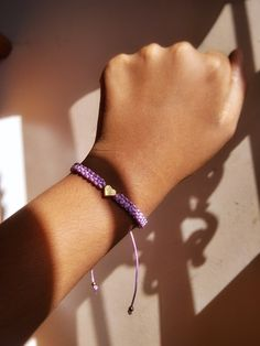 Pulsera Lila con dije de Corazón Instagram, Heart, Bracelets, Bangle Bracelets, Lilac