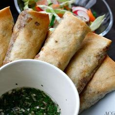 Spring Rolls in the oven instead of frying.More healthy. I Love Food, Good Food, Baked Spring Rolls, Fresh Eats, Gluten Free Dinner, Tapas, Food To Make, Food And Drink, Favorite Recipes