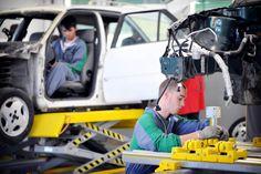 Immagini dei giovani del percorso triennale a qualifica (IeFP) per Operatore di carrozzeria presso il nostro centro di formazione di Padova