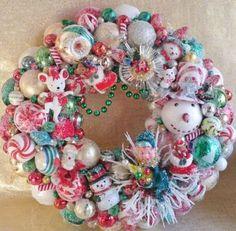 Vintage-Christmas-Red-and-Green-Ornament-Wreath-Snowman-Knee-Hugger-Elf-SO-CUTE