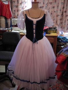 Giselle romantic ballet dress ,made for my daughter,pattern from tutus that Dancé Ballerina Dress, Ballet Tutu, Tutu Costumes, Ballet Costumes, Dance Outfits, Dance Dresses, Tutu Pattern, Ballet Russe, Medieval Fashion
