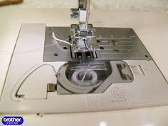 Автор: Лена КРАФТВОРК Нитка-резинка представляет собой резиновую жилку в оплетке или без неё (спандекс). Шитье с использованием такой нитки на машинах с вертикальным челноком практически …