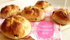 Traditional Hot Crossed Buns (...without the cross!) | www.pinkrecipebox.com