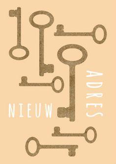 Vrolijke kaart met eigen tekst en print van kartonnen sleutels.