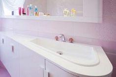 Μετά από μια κουραστική ημέρα θέλουμε να γυρίσουμε πως και πως σε ένα'ζεστό', οικείο και φιλόξενο χώρο. Το σπίτι μας... Για να χαλαρώσουμε, να ξεκουραστού Organization Hacks, Sink, Bathtub, Bathroom, Home Decor, Sink Tops, Standing Bath, Washroom, Vessel Sink