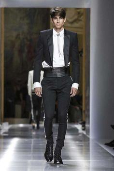 Get to see the latest fashion runways in streaming! Black Tie Suit, Christophe Decarnin, Conceptual Fashion, Balmain Men, Mens Fashion Suits, Male Fashion, Fashion Tips, Fashion Trends, Stylish Mens Outfits