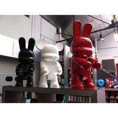 #omervarol #oemervarol Huge Art toy !  I need one of those