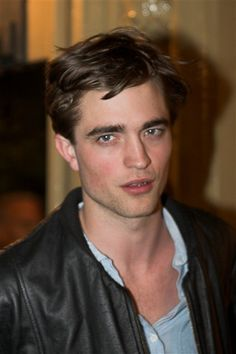 ROBsessed 30 Days for Rob's 30 Years: Robert Pattinson - The Eyes Have It Robert Pattinson Twilight, Edward Pattinson, Twilight Edward, Twilight Saga, Robert Douglas, Edward Cullen, Edward Bella, Look At You, Kristen Stewart