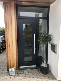 Modern Entrance Door, Modern Front Door, Front Door Entrance, House Front Door, Glass Front Door, House Entrance, Front Door Paint Colors, Painted Front Doors, Front Door Design